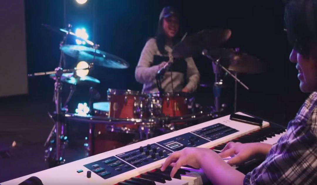 JUSTIN LEE SCHULTZ live on DEXIBELL